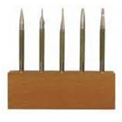 Assortiment d'outils à frapper sur socle en bois