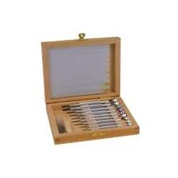 Assortiment de tournevis et clés en coffret bois
